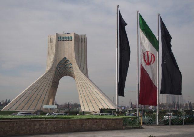 テヘランのアザーディタワー
